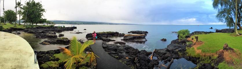 Toujours la présence des roches volcaniques qui contraste avec le vert luxuriant