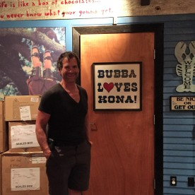 Bubba loves Kona! Et nous aussi!!